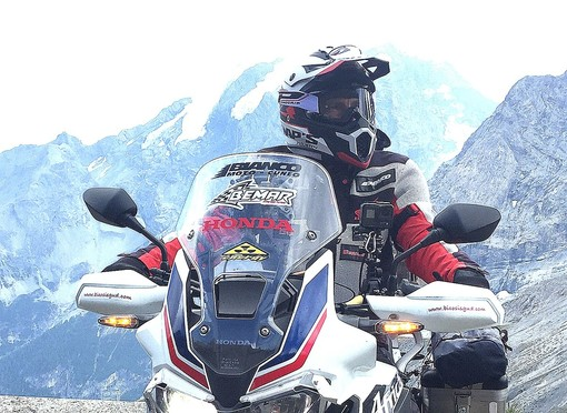 Franco Ballatore, in sella alla Honda Africa Twin del Bemar Racing Team